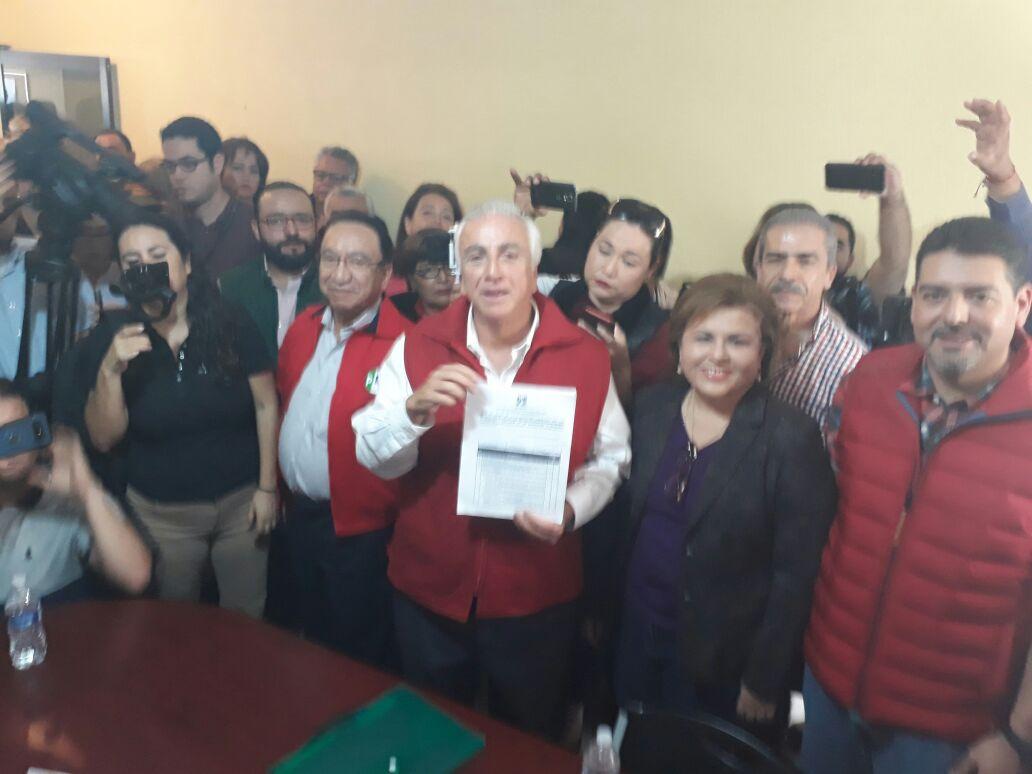 PRESENTA JOSÉ HEVIA AGUIAR REGISTRO COMO PRE CANDIDATO A  LA PRESIDENCIA MUNICIPAL DE LA PAZ