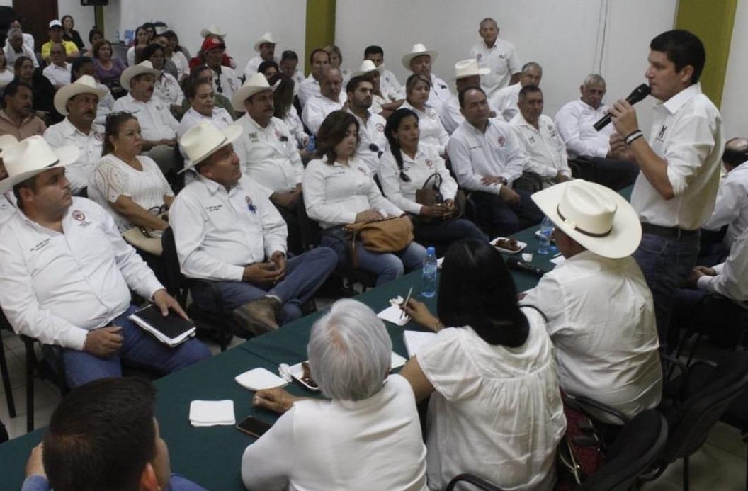 SE COMPROMETE EL SECTOR CAMPESINO DEL PRI A TRABAJAR POR EL BIEN DE MÉXICO IMPULSANDO LOS CUADROS VALIOSOS DE HOMBRES Y MUJERES DEL TRICOLOR