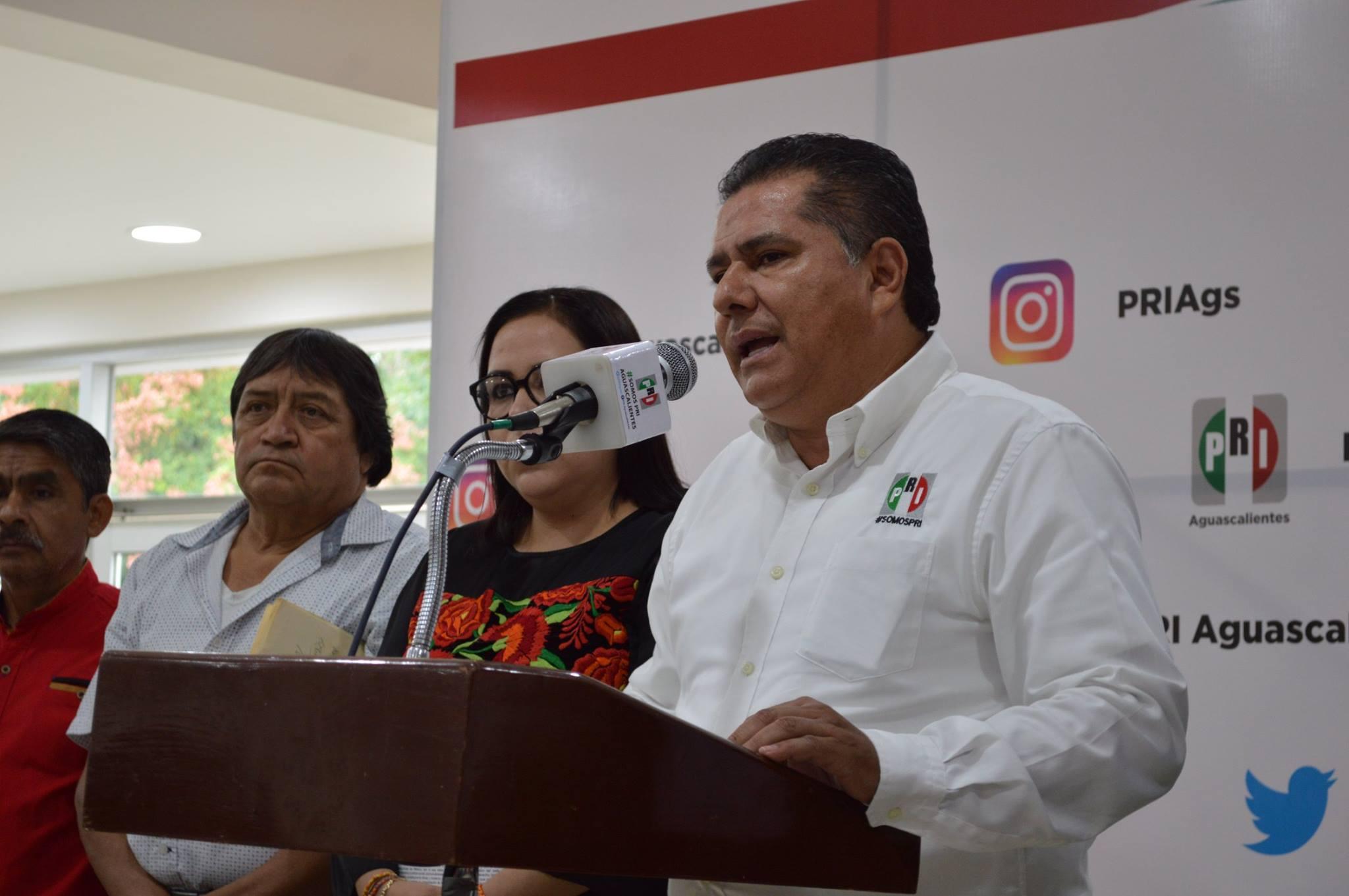 Palabras  Enrique Juárez Ramírez  Presidente del Comité Directivo Estatal del PRI Ags. Rueda de Prensa lan...