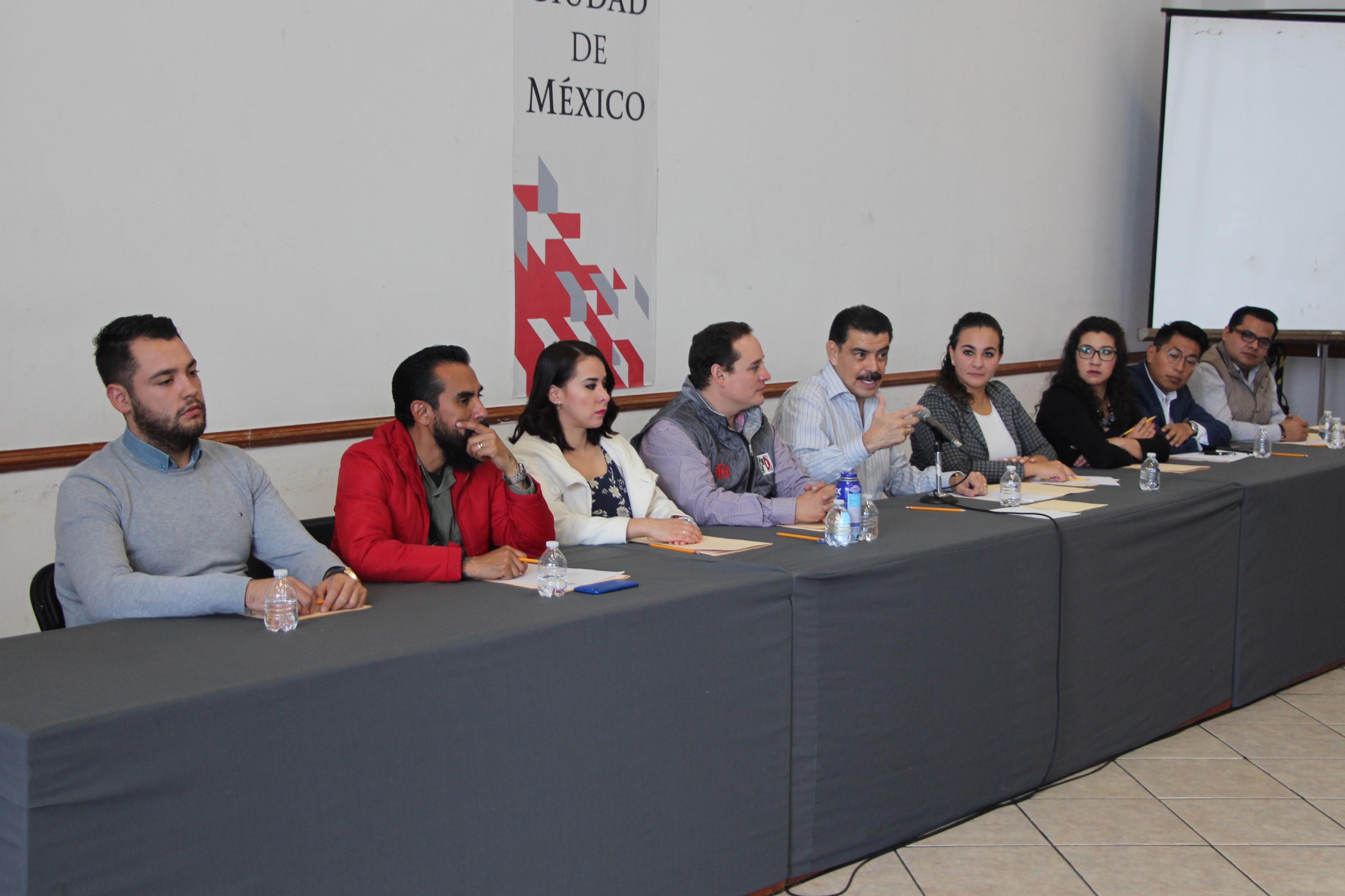 PACO OLVERA DA LA BIENVENIDA A LOS NUEVOS INTEGRANTES DE LA ESCUELA DE CUADROS DEL INSTITUTO REYES HEROLES DE LA CDMX