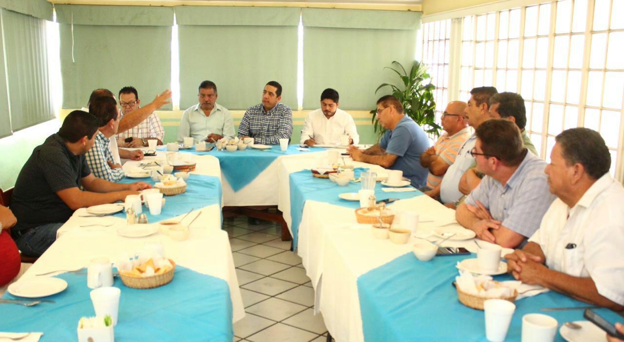 ACOMPAÑA PRI A ORGANIZACIONES DE TRANSPORTISTAS EN MODERNIZACIÓN DEL SECTOR