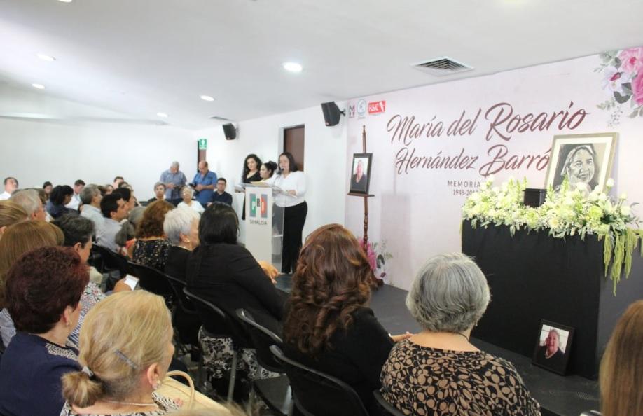 RINDE HOMENAJE CDE DEL PRI A MARÍA DEL ROSARIO HERNÁNDEZ BARRÓN