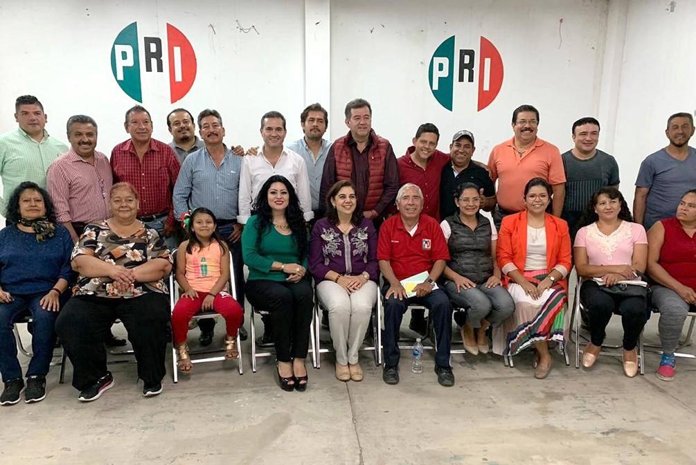 Priistas de Cuerámaro dialogan con dirigentes estatales.