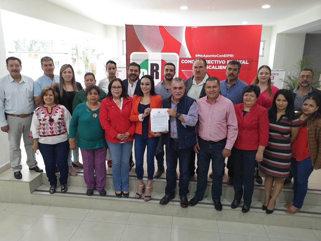 SIGNAN ACUERDO DE TRABAJO: EL PRESIDENTE MUNICIPAL, LA SÍNDICO Y LOS REGIDORES DEL PRI DE TODOS LOS MUNICIPIOS PARA TRABAJAR POR AGUASCALIENTES