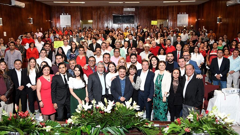 ENTREGA PRI CONSTANCIAS DE MAYORÍA A DIRIGENTES MUNICIPALES