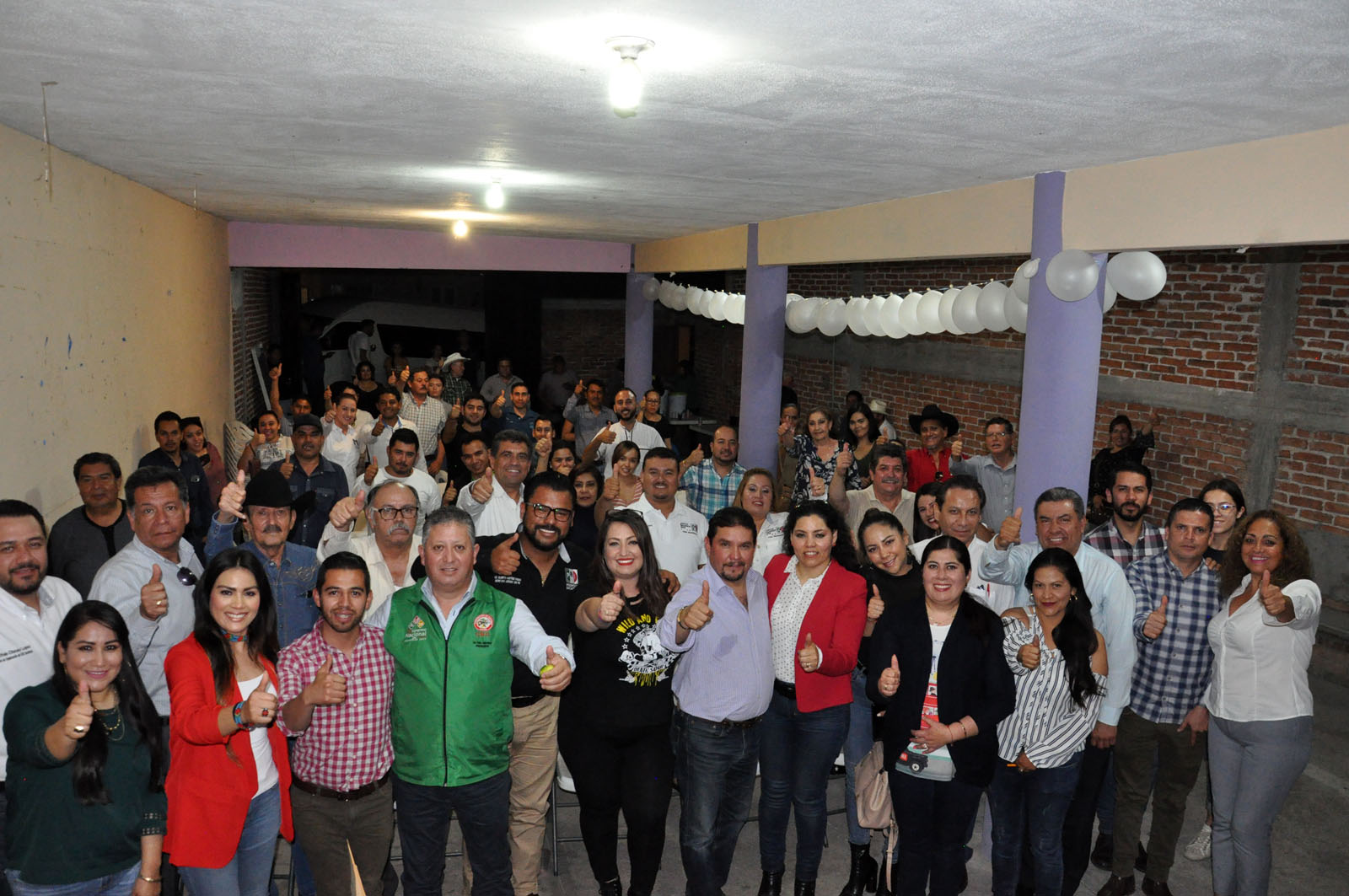 TOMAN PROTESTA DIRIGENTES PRIISTAS DE SEIS MUNICIPIOS