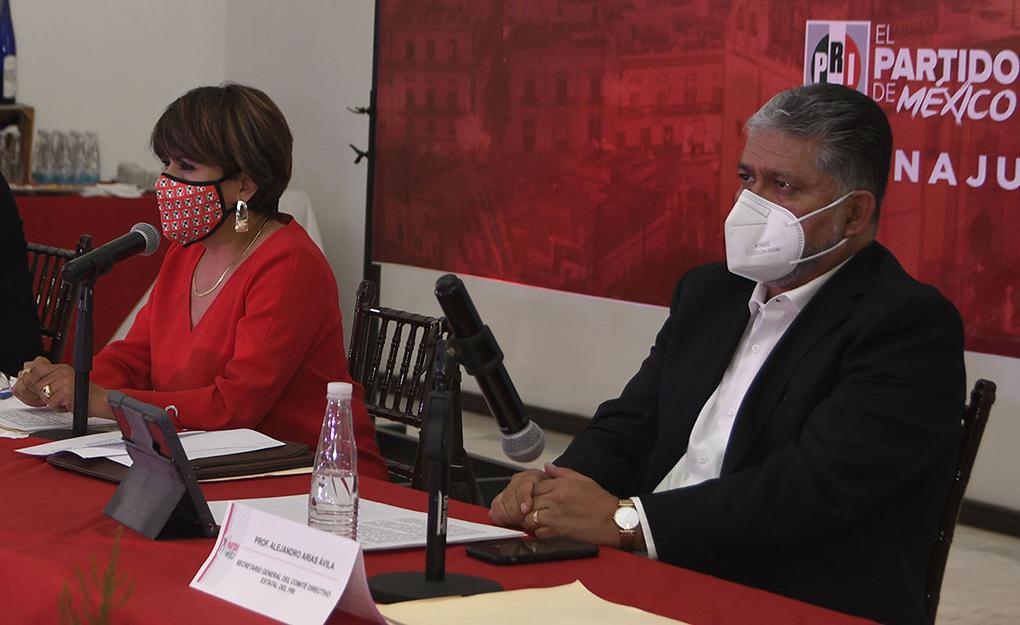 PRORROGA EL CEN  DEL PRI EN SUS CARGOS A PRESIDENTA Y SECRETARIO GENERAL DEL CDE.