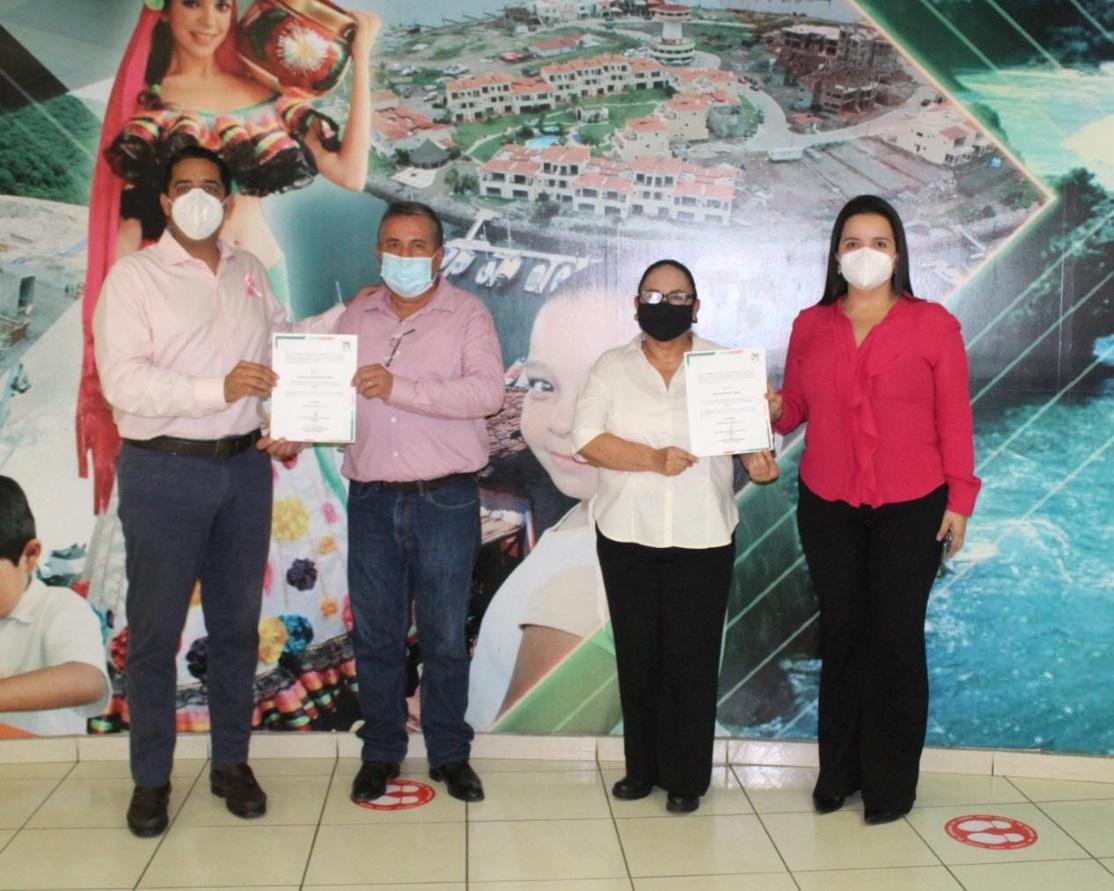 PRI Sinaloa entrega nombramientos a Francisco Javier López y a Bertha Rodriguez Campos.