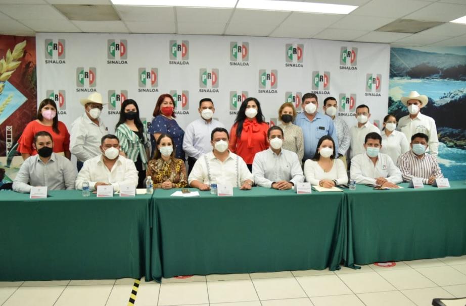 TOMAN PROTESTA A LA ASOCIACIÓN NACIONAL DE REGIDORES DE MÉXICO EN SINALOA DEL PRI.