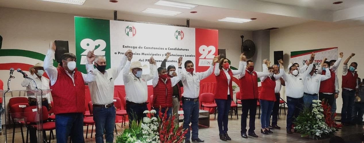 EL PRI ENTREGA CONSTANCIAS DE CANDIDATURAS A PRESIDENCIAS MUNICIPALES Y DIPUTACIONES LOCALES