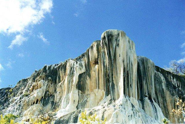SABIAS QUE? en el mundo existen solo dos lugares con cascadas petrificadas y son: Hierve el Agua, Oaxaca