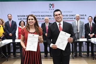 RECIBEN CONSTANCIA DE MAYORÍA ALEJANDRO MORENO Y CAROLINA VIGGIANO COMO NUEVOS DIRIGENTES DEL PRI