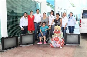 ENTREGA TELEVISIONES EL PRI SINALOA A CASA VALENTINA width=